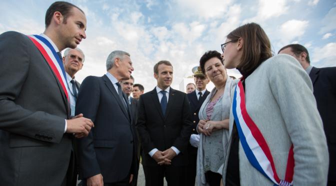 Le vrai-faux journal : Emmanuel Macron en visite à Grandchamp